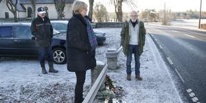 Per-Eric Wilén, Anita Theorin och Arne Theorin vid platsen i Söderby-Karl där den tragiska olyckan skedde.
