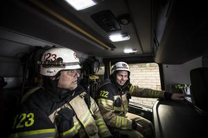 Fredrik Hillbom och Olle Embretsén är två av de brandmän i Ljusdals kommun som förra sommaren fick kasta sig in i kampen mot lågorna.