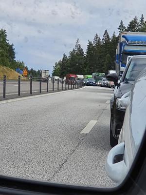 En olycka inträffade i Göteborgsbacken under måndagen vilket har orsakat långa köer. Läsarbild:  Marie Svenberg