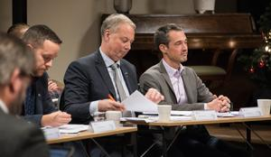 Kommunalrådet Harry Bouveng (M) lyssnade på kritiken mot alliansens budgetförslag på kommunfullmäktigemötet i torsdags.