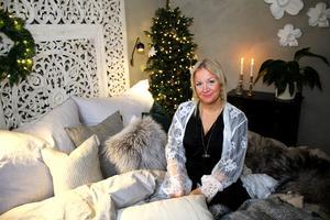 MIrelle Stoor vill inreda så att folk mår bra. Hon och fästmannen Mattias köpte hus i Strömsholm för 10 månader sedan.