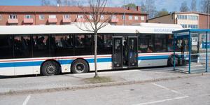 Buss i Kolsva centrum.