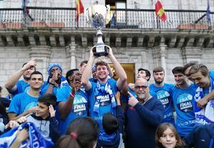 Ponferrada firar segern och uppflyttningen till den tredje divisionen, Silver. Det är första gången i klubbens historia som man nått så långt. Foto: Privat