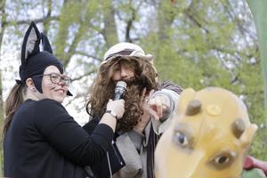 Självaste Noah (Gunilla Skottsborg) var också på plats, tillsammans med körledare Agnes Falk och invigde lekplatsen.