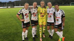 BK30 visade upp bredd i truppen när man krossade Enköping trots att laget vilade spelare.Från vänster: Cassandra Korhonen, Wilma Hedenström, Ella Wilson, Cornelia Ellefors, Olivia Chu.Bild: BK30