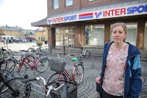 Cykelstället vid före detta Intersport kommer att tas bort. Nya cykelställ blir det i stället vid Apoteket och vid korset Carlavägen – Storgatan, upplyser Kajsa Holmqvist.