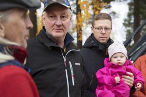 Björn Ersmar, Sven-Ulrich Dulle Ohlsson och Anders Nord, med dottern Tova, diskuterar väglösningar.