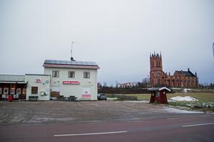 Trönö Lanthandel ligger i Glamsta alldeles vid kyrkan.