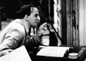Ingmar Bergman i arbete 1959. Hans egna filmmanus var skrivna som romaner och noveller vilket är en förklaring till att Bergman i dag är en av Europas mest spelade dramatiker. Foto: SCANPIX