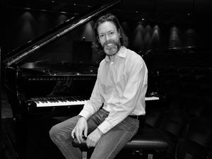 – Jag önskar verkligen att folk ska få möjlighet att uppleva Stenhammars musik, till glädje för lyssnarna, säger Martin Sturfält som spelar Stenhammars första pianokonsert med Gävle Symfoniorkester. Bild: Kerstin Monk