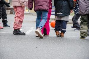 Barn från många delar av världen samsas på Ekbackens skolas skolgård.
