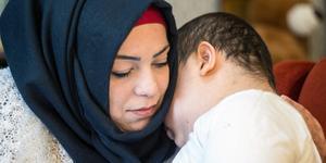 Äntligen tillsammans. Walid Al-Bedoui, tio år, och mamma Iman Dalala är återförenade efter mer än fyra år ifrån varandra.