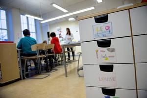 Vi vill ge de skolor i Sundsvall som har tuffaste förutsättningarna extra stöd, både i form av pengar och personal, skriver debattförfattarna. Foto: Jessica Gow/TT-arkiv