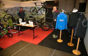 Cyklar och kläder i Sportringens monter.