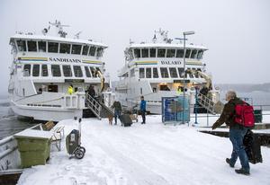 Waxholmsbolagets fartyg M/S Sandhamn och M/S Dalarö.
