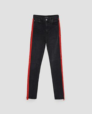 3. Den röda linjen. Jeans från Zara, 499 kronor
