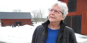 Karin Rissveds Bohlin har tröttnat på att sköta om det stora huset med tillhörande lador och gräsmatta.