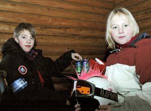 After ski. Philip och Emmy Geerberg vilade upp sig i värmestugan när dagens sista åk var avklarat.