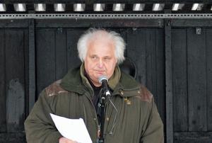 Göran Greider talar om krig och rasism vid 5i12-manifestationen i Borlänge.