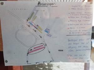 Den här kartan sitter på dörren på väg in till sporthallen.