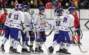 Jesper Eriksson, i mitten med nummer 75, hamnade i hetluften av flera anledningar.