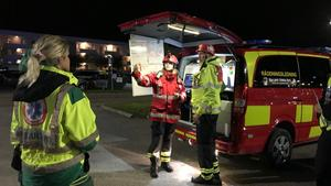 Räddningstjänst, ambulans och polis fanns på plats med åtskilliga fordon och mycket personal.