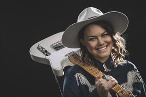 Erika Jonsson spelar på Saloon Hillbilly. Foto: Pressbild