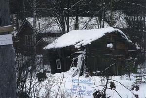 Fastigheten i Nyhammar är förfallen och nu kräver kommunen att bristerna åtgärdas senast 30 juni.Foto: Ludvika kommun