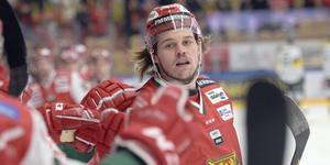 Måns Carlsson efter ett av sina två mål mot Björklöven i den första perioden.