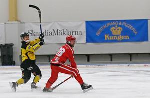 ÖSK Bandys Tero Määttälä avgjorde annandagsderbyt mot Nitro/Nora med två mål.
