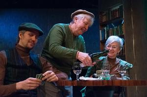 Tre av skådespelarna i Cameleonternas nya föreställning