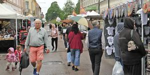 Vad gäller marknaden hade arrangörerna i år satsar på mer varierat utbud.  – Dock jättemycket godis hade vi, men det var medvetet då det är en stadsfest och också barn-och ungdomsfestival samtidigt, säger Roberth Persson som ansvarade för knallarna i år.