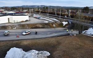 Riksväg 83 stängdes av helt i båda körriktningar efter olyckan. Läsarbild: Per Nilsson