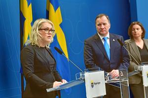 Socialminister Lena Hallengren (S), statsminister Stefan Löfven (S) och vice statsminister Isabella Lövin (MP) meddelade regeringens nya åtgärder på tisdagseftermiddagen.