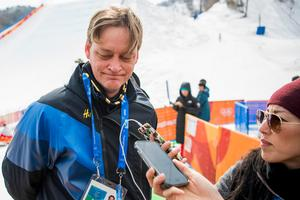 Lars Markusson, mediechef i Sveriges Olympiska Kommitté, intervjuas i Pyeongchang. Bild: Petter Arvidson/Bildbyrån.