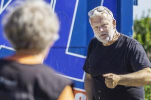 Michael Hedström berömmer Inger Danielsson efter att Greta hittat dofterna.