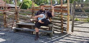 Musiker och gycklare gav 1800-talsveckan en fin prägel.