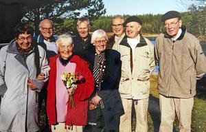 Ett foto på några av de som deltog i Tore Johansson studiecirkel om lyrik vilket enligt Tore
