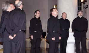 Gång efter gång applåderade publiken i Järvsö kyrka intensivt när Svarta havets donkosacker gav en konsert på onsdagskvällen .
