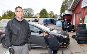 Karl-Erik Edström på Birsta Bilgummi i Sundsbruk har fullt upp.