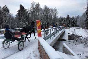 Sex år sedan starten av broprojektet kan alla pusta ut och åka, gå eller trava över bron.