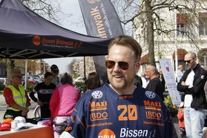 """– Det har varit jobbigt de senaste dagarna, men det känns fantastiskt bra att komma hit och se hur mycket folk det är, sade Mathias """"Bissen"""" Larsson."""