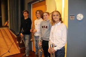 Denna kvartett från Kulturskolan i Falun stod för fanfarerna när kommunfullmäktige hyllade bland andra årets kulturpristagare: från vänster Elias Garming, Johan Berg, Elis Weinberg och Magnus Åslund.