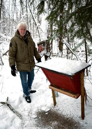 – Fågelmatningen är extra viktig när gammelskogen minskat – som en kompensation för en del naturvärden och fågelmiljöer som försvunnit, säger Staffan Müller.