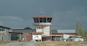 Flygplatsen har Det är 24 avgångar per vecka i den reguljära trafiken till Arlanda.