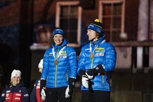 Hanna Öberg och Sebastian Samuelsson fick bära hem bronspengen från Rådhustrappan.