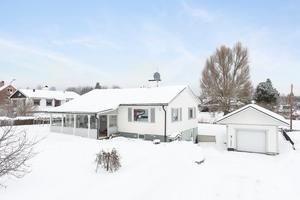I Åselby i Borlänge kommun finns denna femrumsvilla som kom på nionde plats på Hemnets Klicktoppen, när det gäller objekt som är till salu i Dalarna.