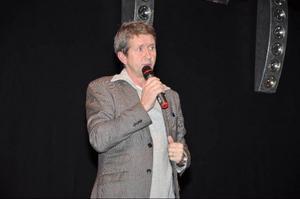 Martin Timell pratade, skämtade och gav byggtips inför en fullsatt sal.