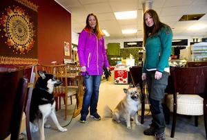Britt-Louise Åström och Jenny Lindström är två av initiativtagarna till kafépromenaderna.
