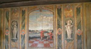 Vid entrén finns gamla tapeter som visar hur herrgårdslivet såg ut förr.